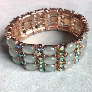 🌞Stunning Crystal & Iridescent Bead Bracelet!